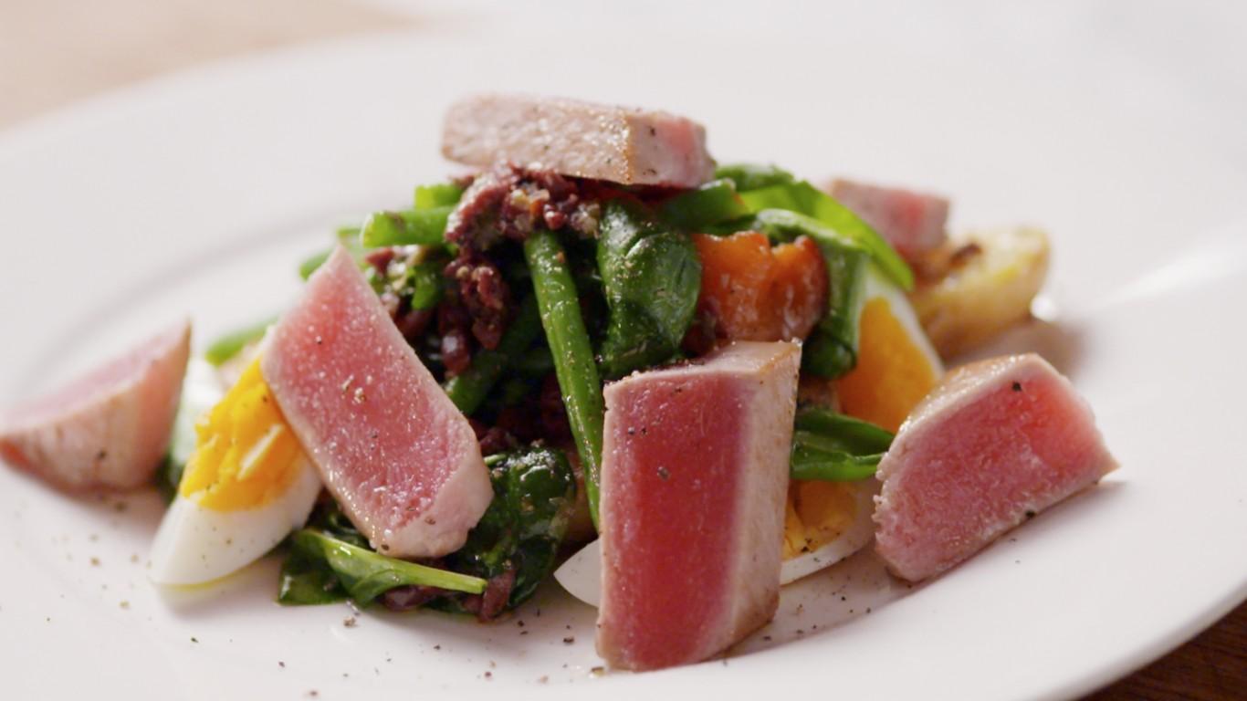Салат с тунцом рецепт пошагово с помидорами